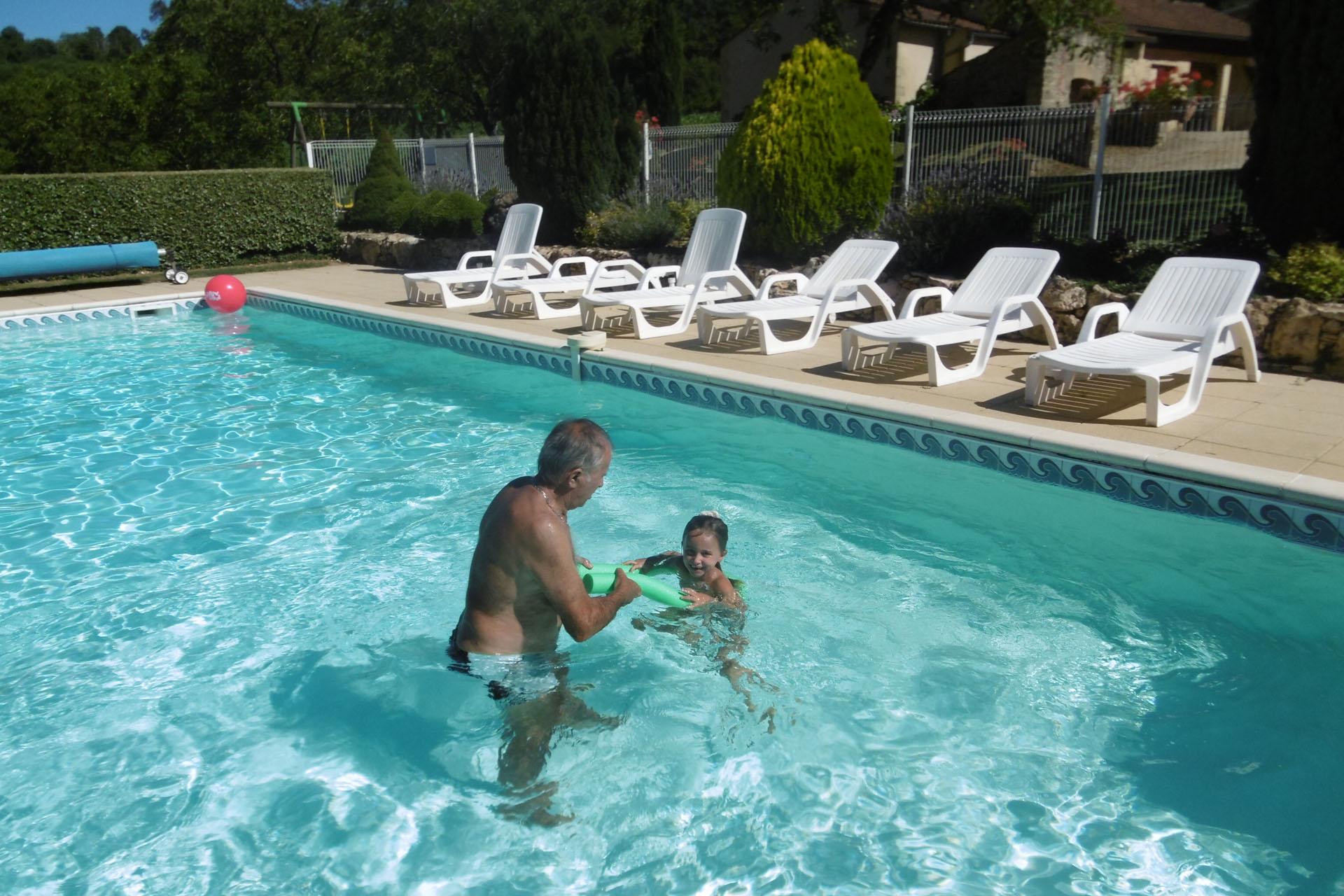 Jeux dans la piscine amazing excellent castorama piscine for Piscine gonflable castorama